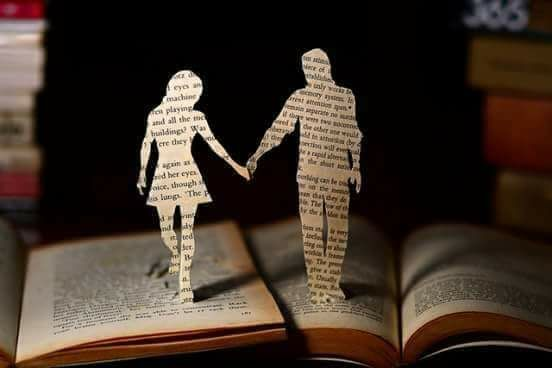 आओ किताबों के पन्नों से बाहर निकल चलते हैं